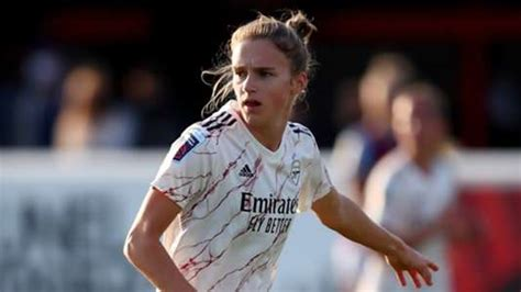 Arsenal's Vivianne Miedema becomes all-time top scorer in